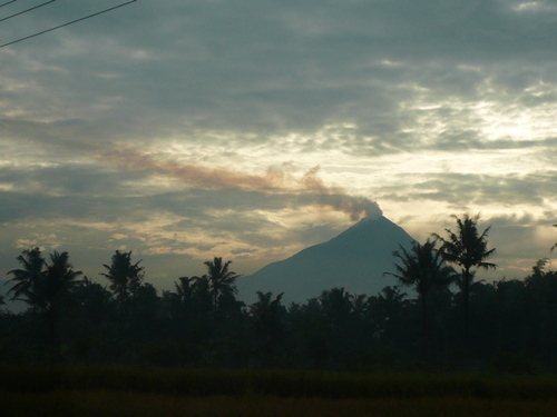 Smoking_merapi_2