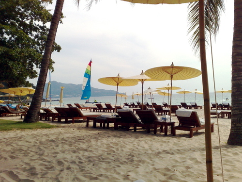 Beach_club_in_the_afternoon